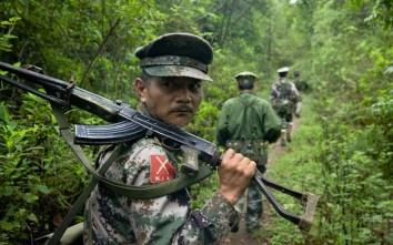 Guerriglieri comunisti dell'Esercito dell'alleanza democratica nazionale di Myanmar (Kmt).