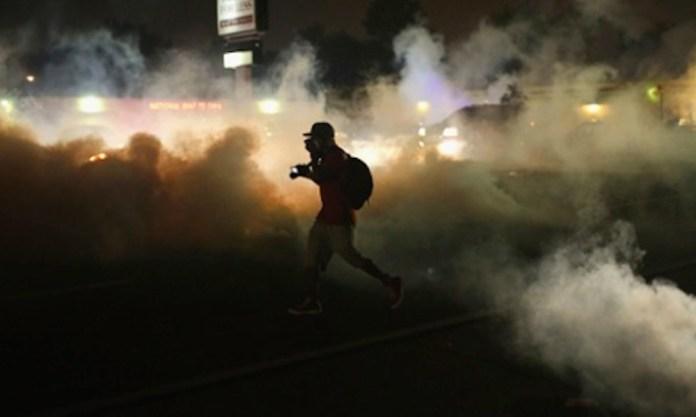 Da quando è scoppiata la rivolta (il 9 agosto) che la polizia spara notte e giorno lacrimogeni.