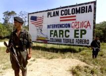 Manifesto propagandistico delle Farc, in cui si vede lo stivale statunitense che schiaccia a morte la Colombia.