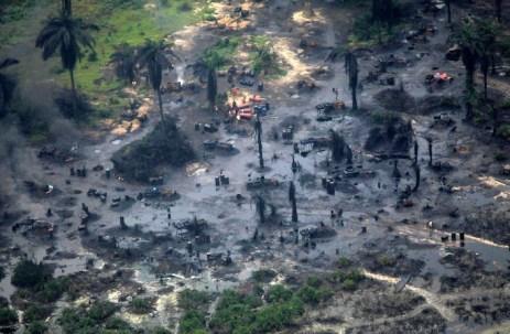 Esempio di disastro ambientale causato dall'estrazione del petrolio.