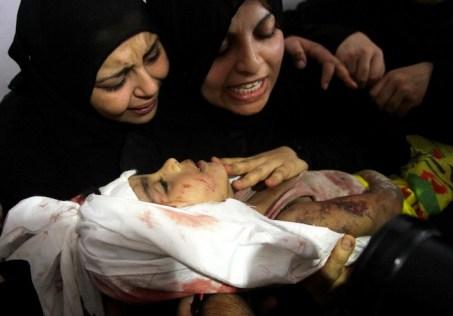 Netanyahu sostiene che i palestinesi usino i cadaveri dei bambini per portare l'opinione pubblica dalla loro parte. Dall'inizio dei bombardamenti e dell'a successiva invasione israeliana i bambini uccisi sono stati quasi duecento.