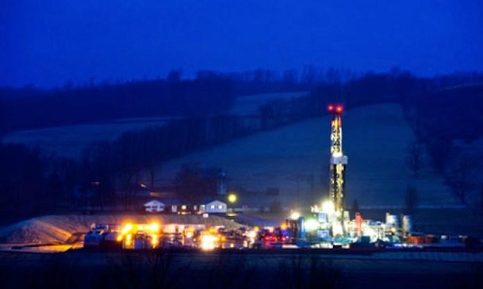 Un pozzo di estrazione di gas scisto nella campagna della Pennsylvania.