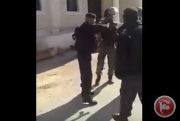 Video: polizia palestinese caccia via i soldati israeliani da Ramallah