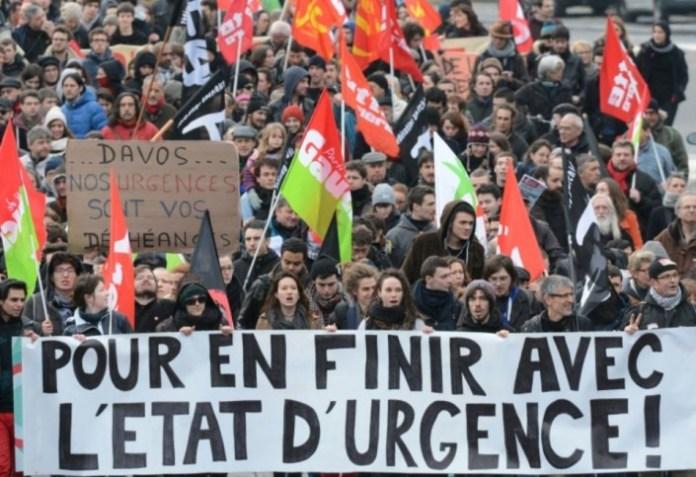 845616-plusieurs-centaines-de-personnes-defilent-a-rennes-contre-l-etat-d-urgence-le-23-janvier-2016