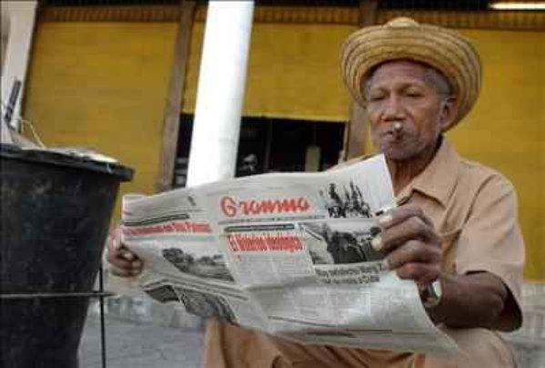 un-hombre-lee-este-miercoles-en-la-habana-el-diario-oficial-granma-que-publica-una-nueva-reflexion-del-lider-cubano-fidel-c599x0