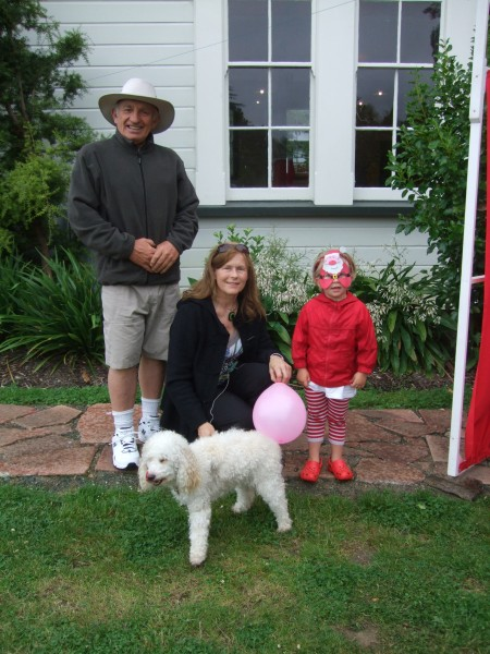 Yogi, GranJan & Poppy at Founders before the parade
