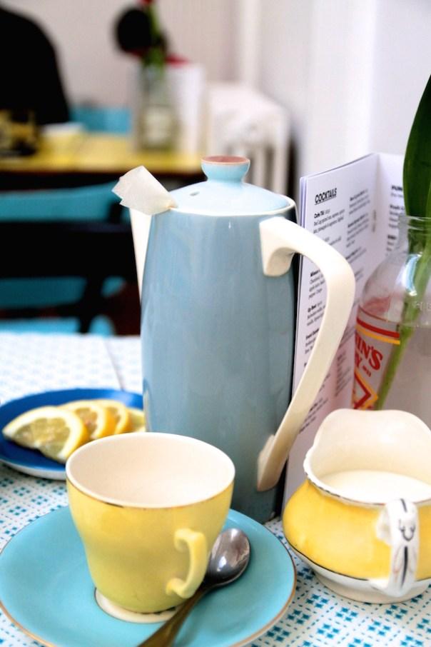 Tea pot and yellow cups