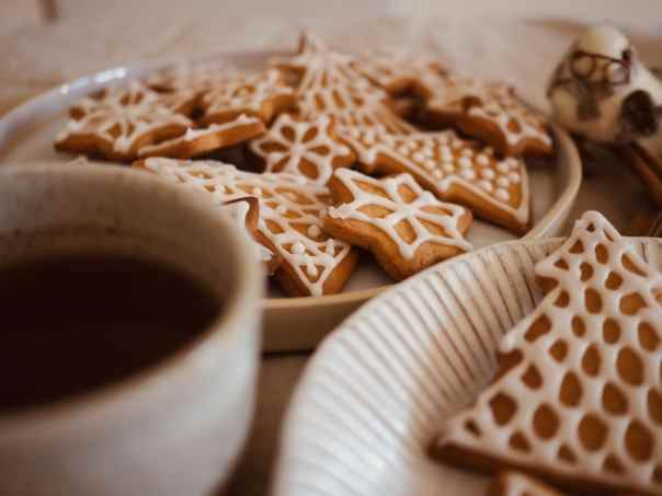 Maple-Gingerbread-Christmas-Biscuits
