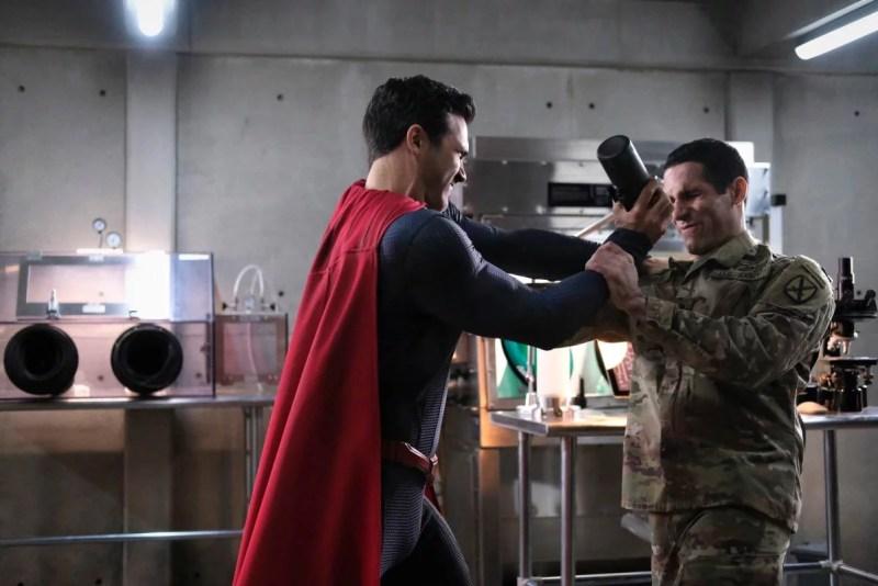 Única cena de ação, quase desnecessária no episódio!