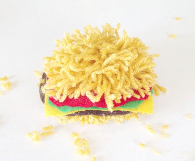 pom pom burger_Fotor   Complete Burger Pom Pom   How to Make a Yarn Pom Pom Burger on the Pop Shop America Craft Blog