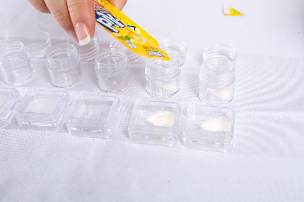 add yellow kool aid to the lip gloss diy first_small