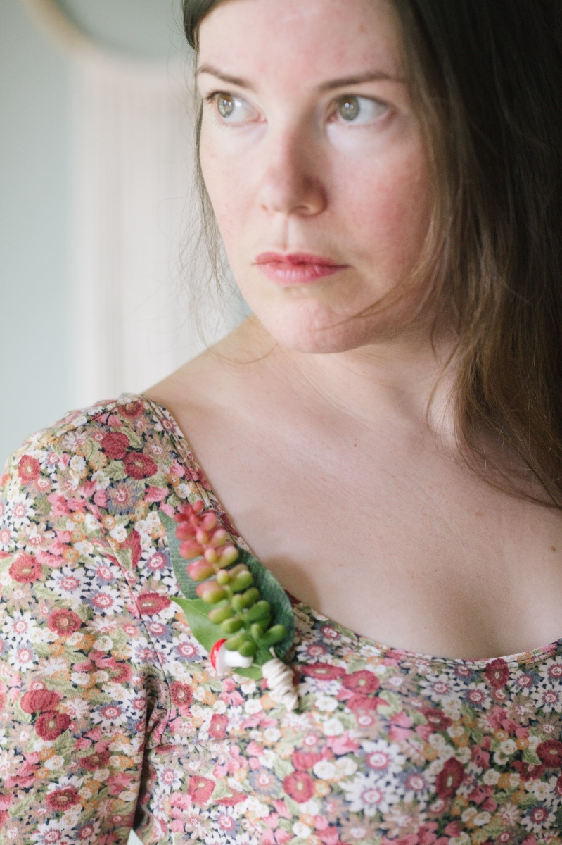 detail of boutonniere diy with succulents