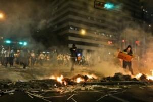 A burning street barricade (Roberto Gil)