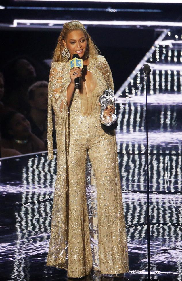 Beyonce accepts the Female Video of the Year award. REUTERS/Lucas Jackson
