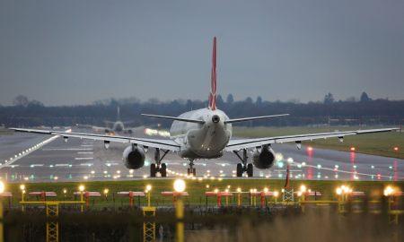 london-gatwick-airport-plane-landing