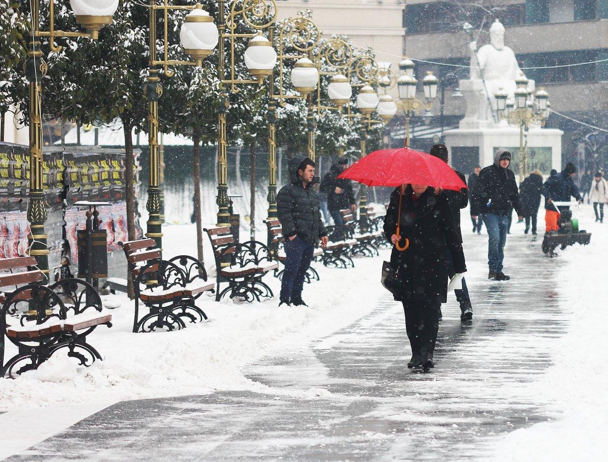 УХМР: Од утревечер, вторник и во среда повремени врнежи од снег