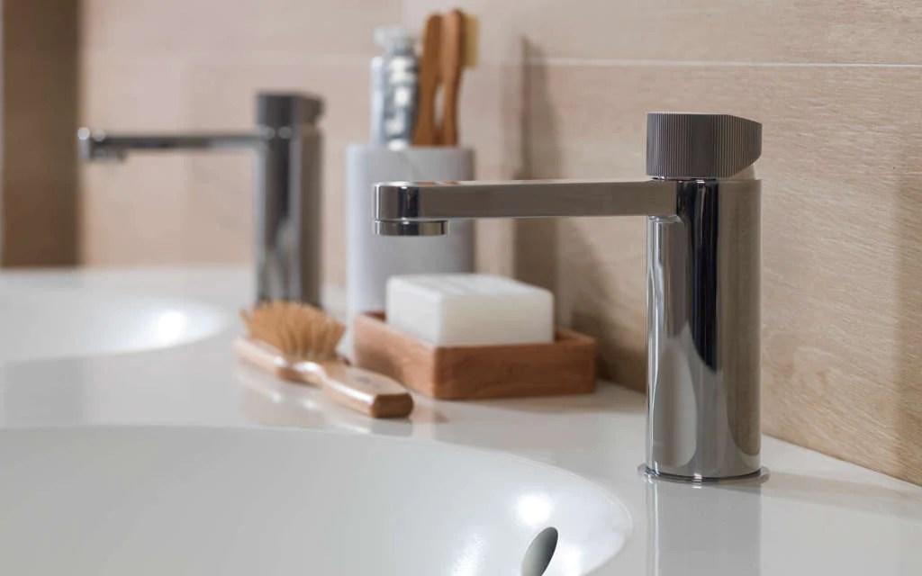 robinet pour la salle de bain plus de