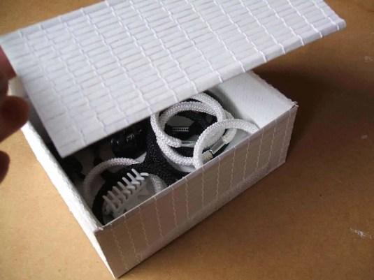 Reciclando una caja de cartón