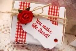 Caja decorada con cinta de tela adhesiva o fabric tape