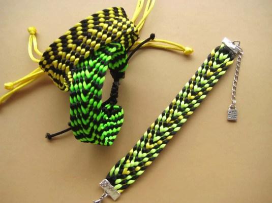 Como hacer una pulsera kumihimo con un telar cuadrado.