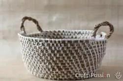 Cesta tejida con hilo y cuerda