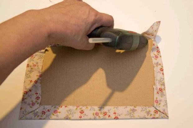 forramos el cartón con tela