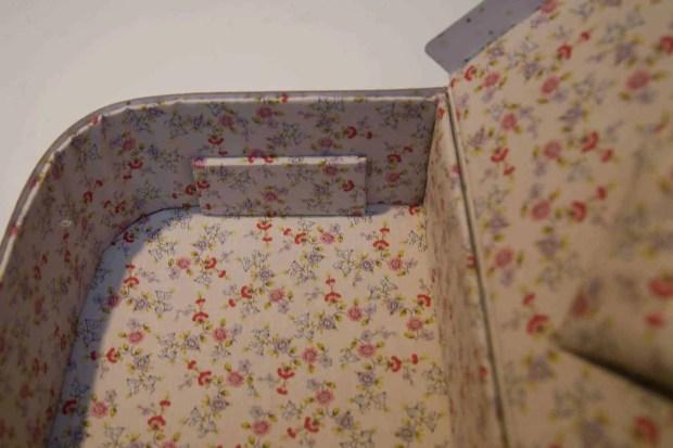 Cartón forrado para hacer un costurero