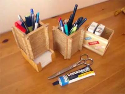 Objetos de escritorio hechos con palitos de madera
