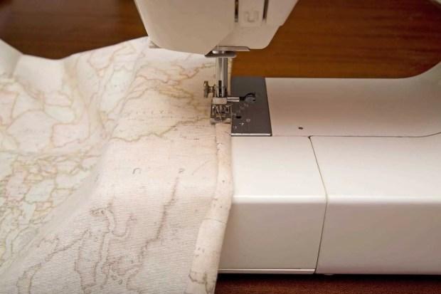 cosemos las costuras de los laterales de la tela
