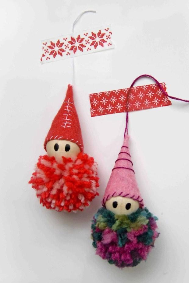 Cómo hacer adornos para el árbol de Navidad con pompones de lana