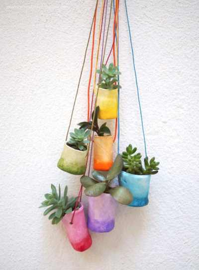 Pequeñas macetas colgantes para plantas crasas