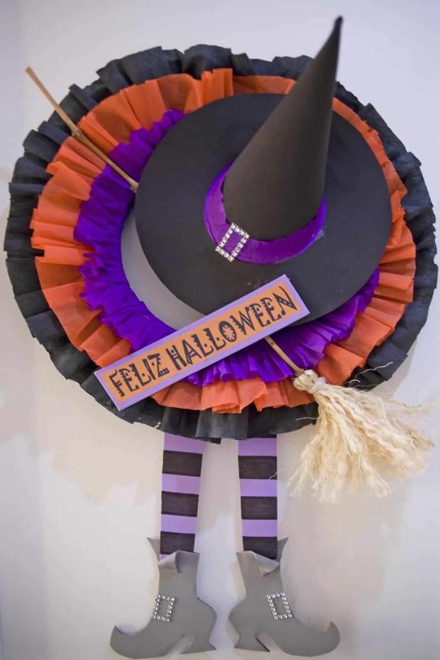 Cómo hacer una corona de Halloween para la puerta