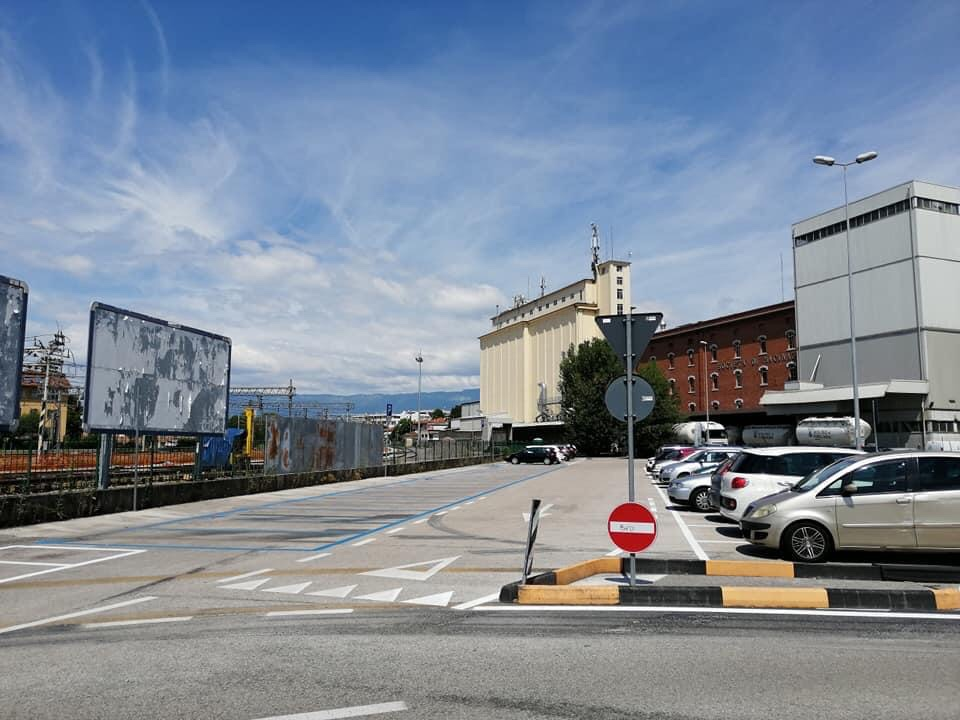 La scelta delle strisce blu nel parcheggio della stazione funziona? 1