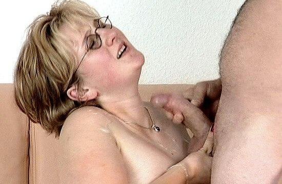 Femme enceinte baise devant vous jusqu'à l'orgasme