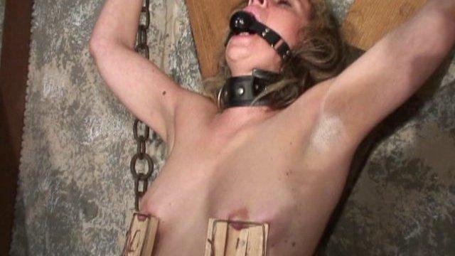 Sofia va subir les pires sévices et humiliations pendant près d'1 heure!