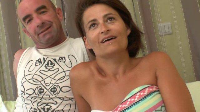Amélie et son mari nous commandent un bon gang-bang!