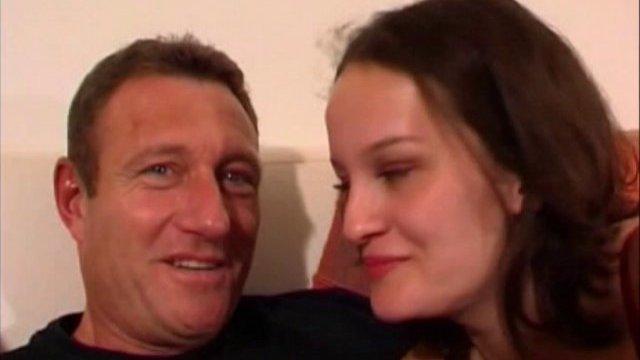 Kate vient de république-tchèque pour tourner une vidéo