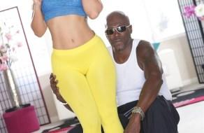 fotos Kelsi Monroe en sexys panties tiene sexo interracial