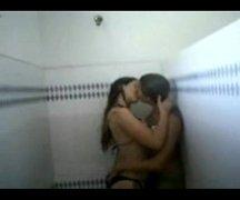 Lesbicas metendo no banheiro da escola