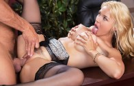 Working The Webcam – Sarah Vandella