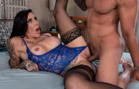 Tetona tatuada folla al marido de su hermana – Austin Lynn – Real Wife Stories – Brazzers