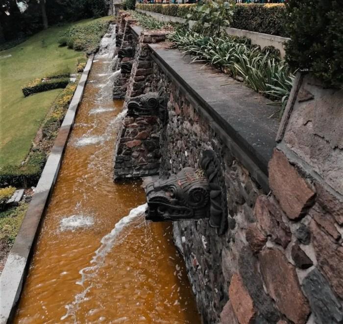 Fuente de Quetzalcoatl de la Basílica de la Virgen de Guadalupe.
