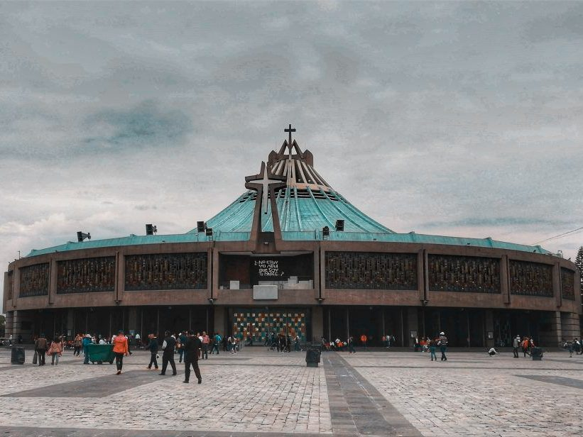 Foto exterior de la Basílica de la Virgen de Guadalupe, Ciudad de México.