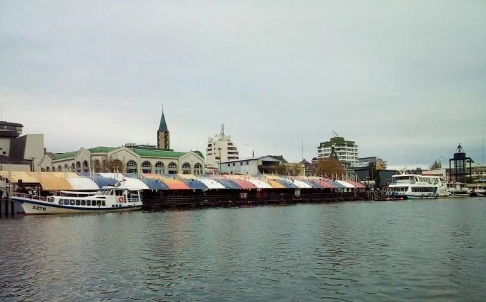 Fotografía del Mercado Fluvial de Valdivia.