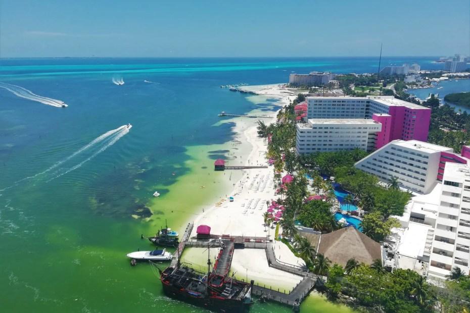 Vistas desde la Torre escénica de Cancún.