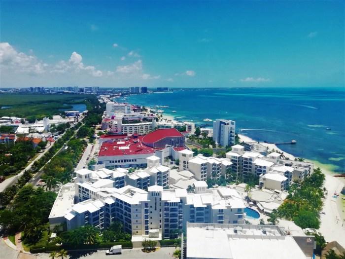 Vista de hoteles desde la Torre Escénica de Cancún.