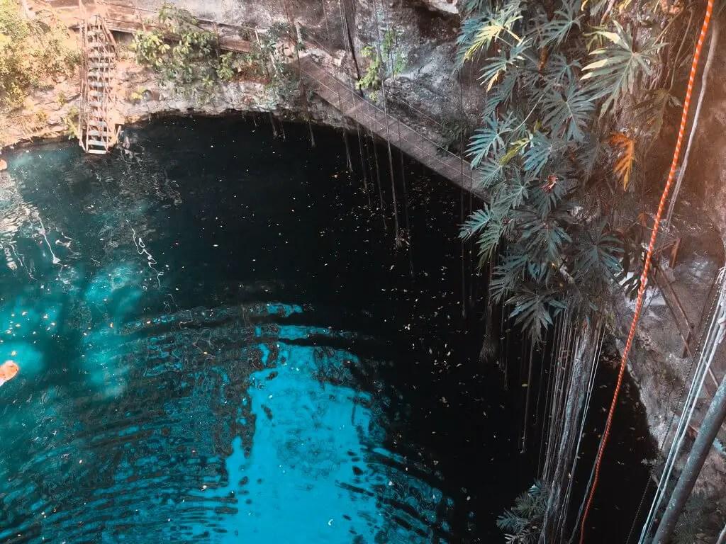 Cenote Maya X'Canche.