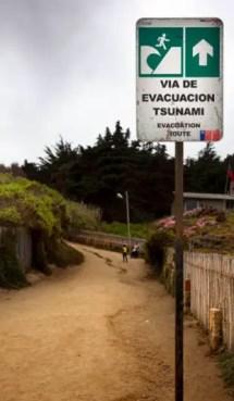 Evacuación en caso de tsunami, por un terremoto en un viaje por Chile