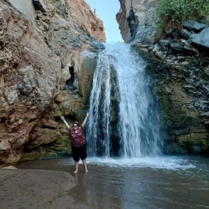 Foto en la cascada escondida, San Pedro de Atacama.