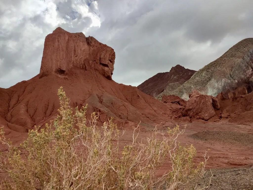 Cerros de colores cerca de San Pedro de Atacama.